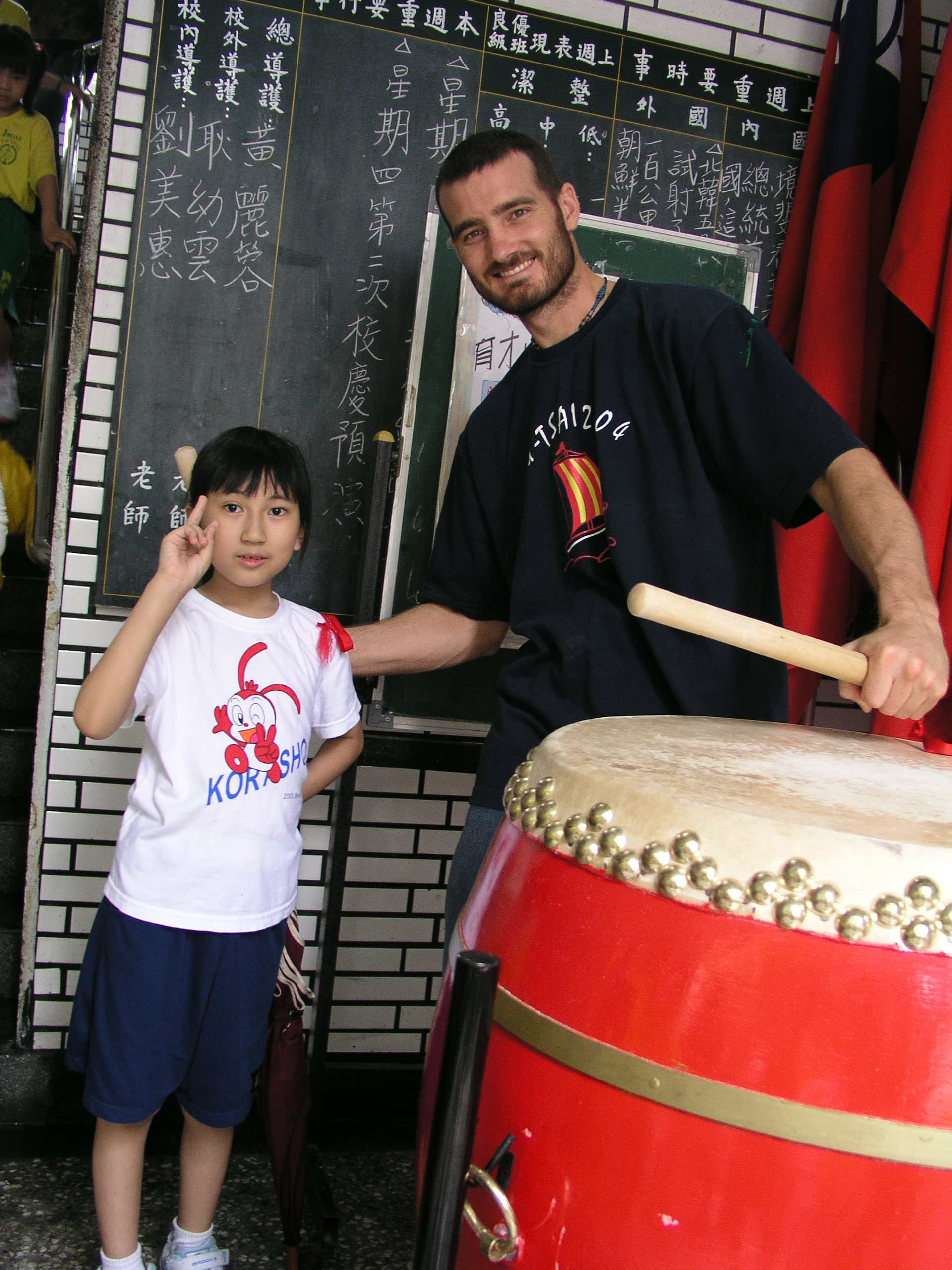 蓁妮與她的外文老師 Jason 一起合照