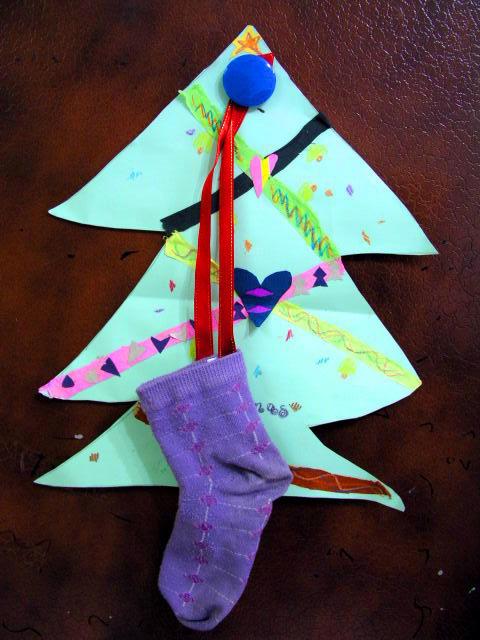 聖誕樹掛上蓁妮的臭襪子 ~_^